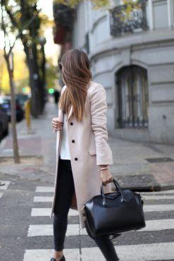 Aqui otro look con abrigo que es perfecto.