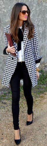 Un lazo atado en el cuello es la reinvención de la corbata para el armario femenino, te da autoridad y tu looks se verá muy profesional.