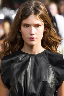 hbz-ss2016-beauty-trends-natural-texture-marant-clpa-rs16-1825