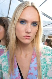 hbz-ss2016-trends-makeup-blue-eyes-jonathan-saunders-bks-a-rs16-2116
