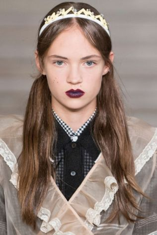 hbz-ss2016-trends-makeup-dark-lips-miu-miu-clpa-rs16-4242