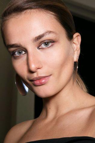 hbz-ss2016-trends-makeup-liner-mugler-bks-a-rs16-1221