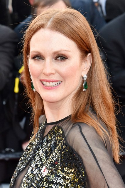 julianne-moore-glamour-12may16-getty-b_426x639