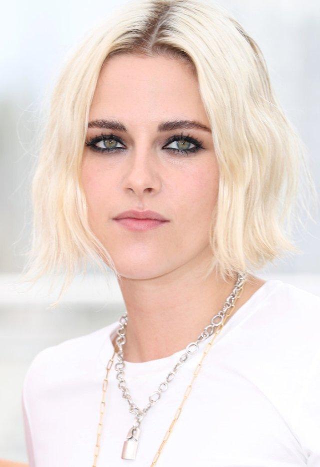 Kristen-Stewart-bleach-blond-hair-parted-middle