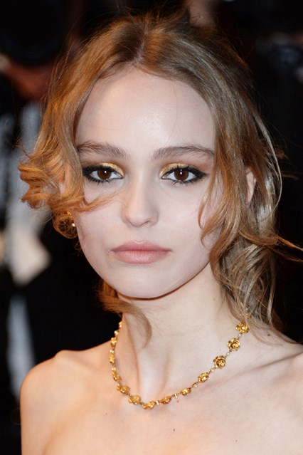 lily-rose-depp-beauty-vogue-16may16-getty_b_426x639