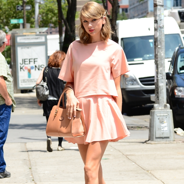 Shop-Taylor-Swift-Alice-Olivia-Outfit-Video